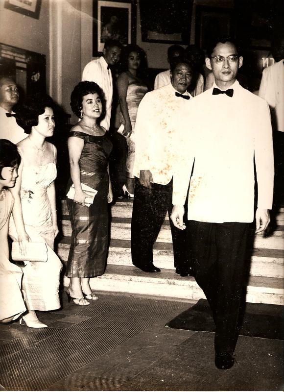 Il re Tailandese con rappresentanti della ditta Devakam